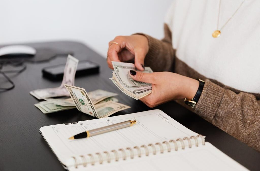 Finanse i rachunkowość, jak znaleźć pracę w biurze rachunkowym?